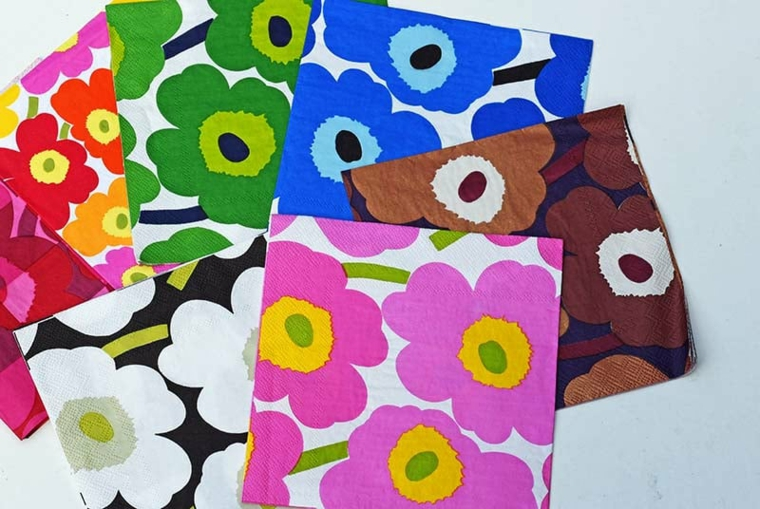 idee print cuscini disegno fiori petali colorati salviette