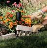 martello gomma piastrelle come fare aiuole in giardino donna giardinaggio fiori piante