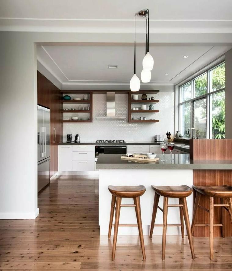 mensole a vista cucina angolare con isola sgabelli legno lampade finestra