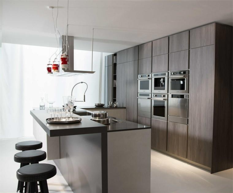mobili rivestimento legno isola cucina con sgabelli pelle cappa aspirante lampadario
