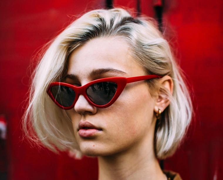 occhiali da sole rossi tagli capelli corti immagini pettinatura caschetto mosso