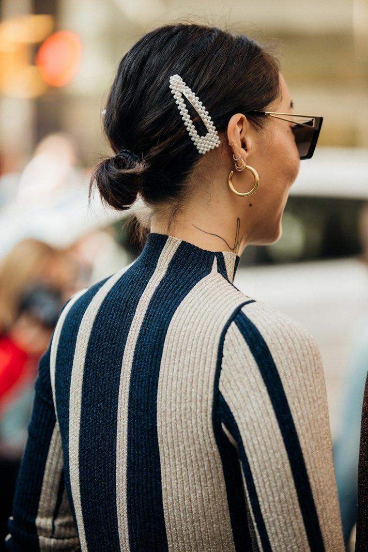 pettinatura raccolta molletta perle tagli capelli autunno 2020 autunno orecchini occhiali da sole