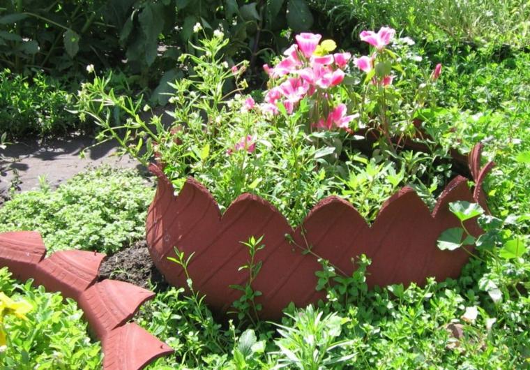 recinzione argilla pietre per aiuole da giardino piante fiori foglia verde erba