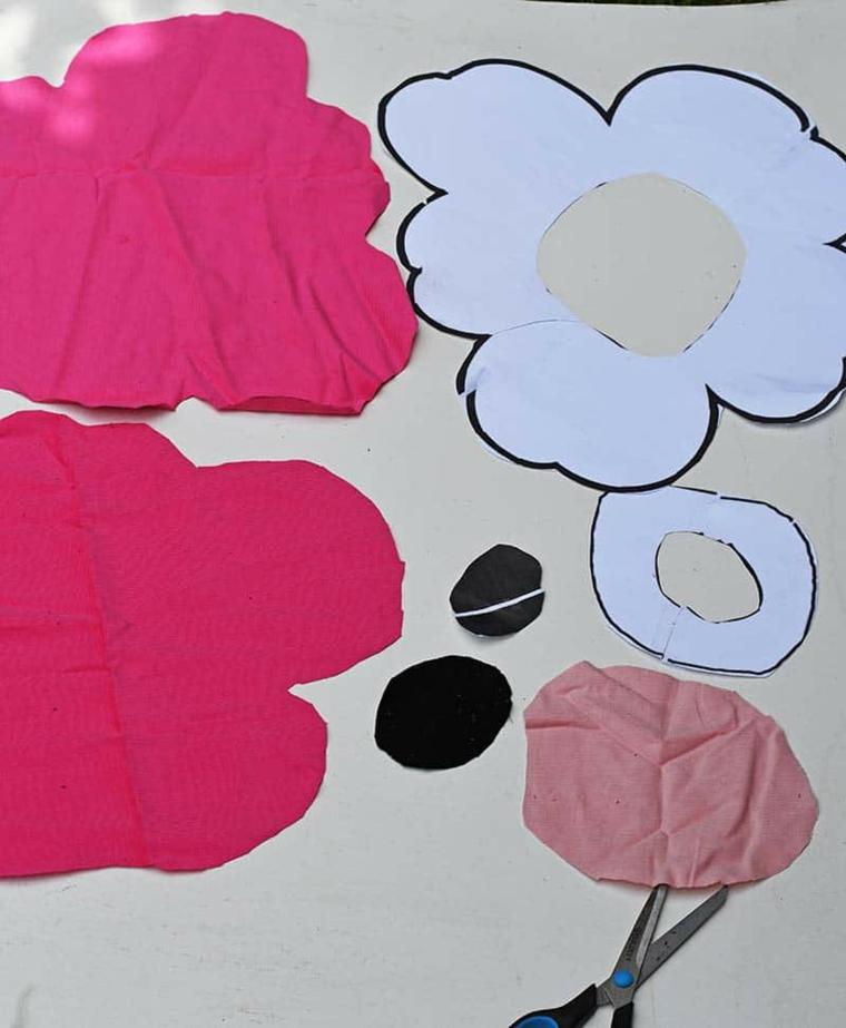 ritagliare pezzi stoffa tessuto colore fucsia come cucire una cerniera in un cuscino