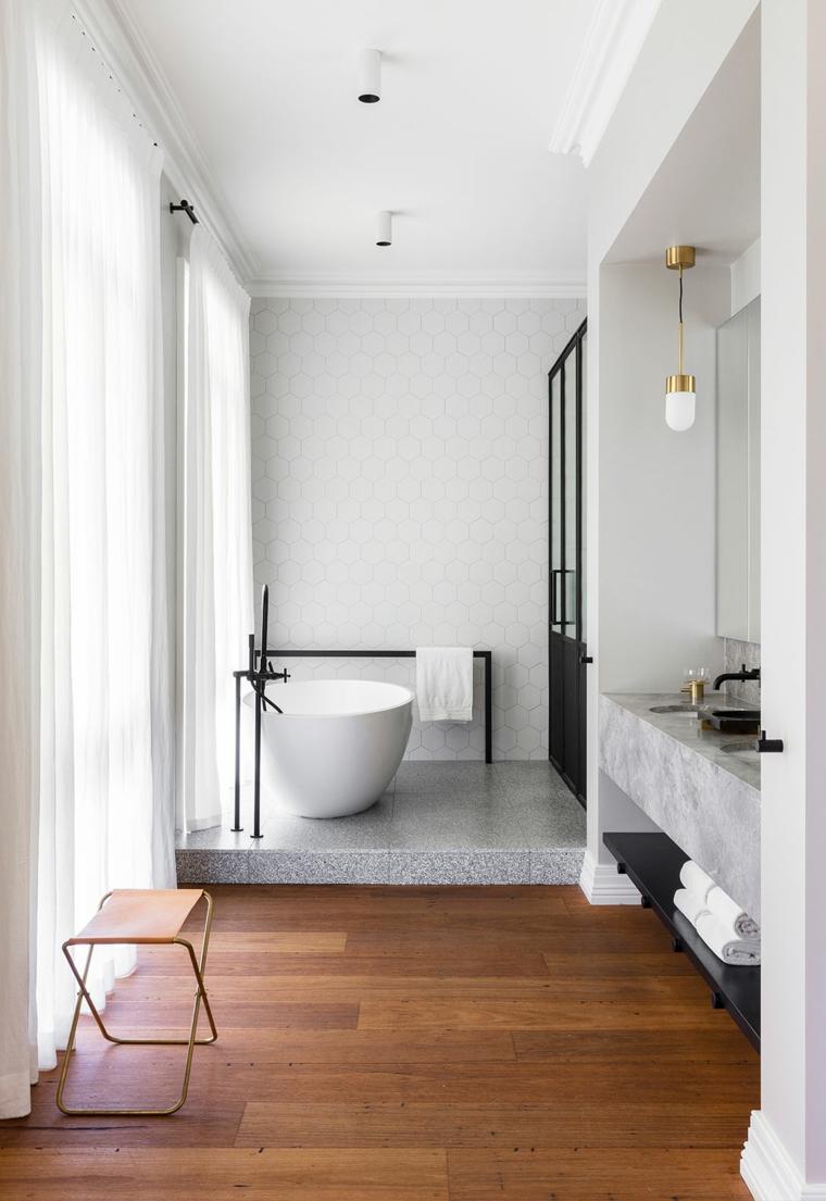 rivestimenti bagni moderni immagini pavimento parquet vasca mobile lavabo marmo