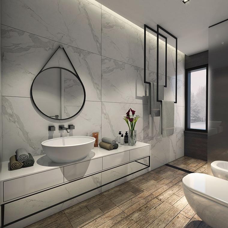 rivestimento bagno effetto legno pavimento piastrelle marmo pareti specchio appeso lavabo