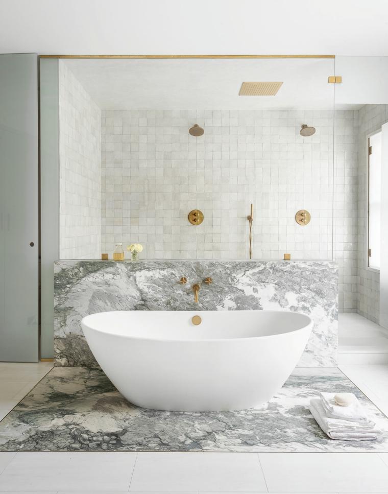 rivestimento bagno effetto marmo vasca freestanding doccia pavimento piastrelle