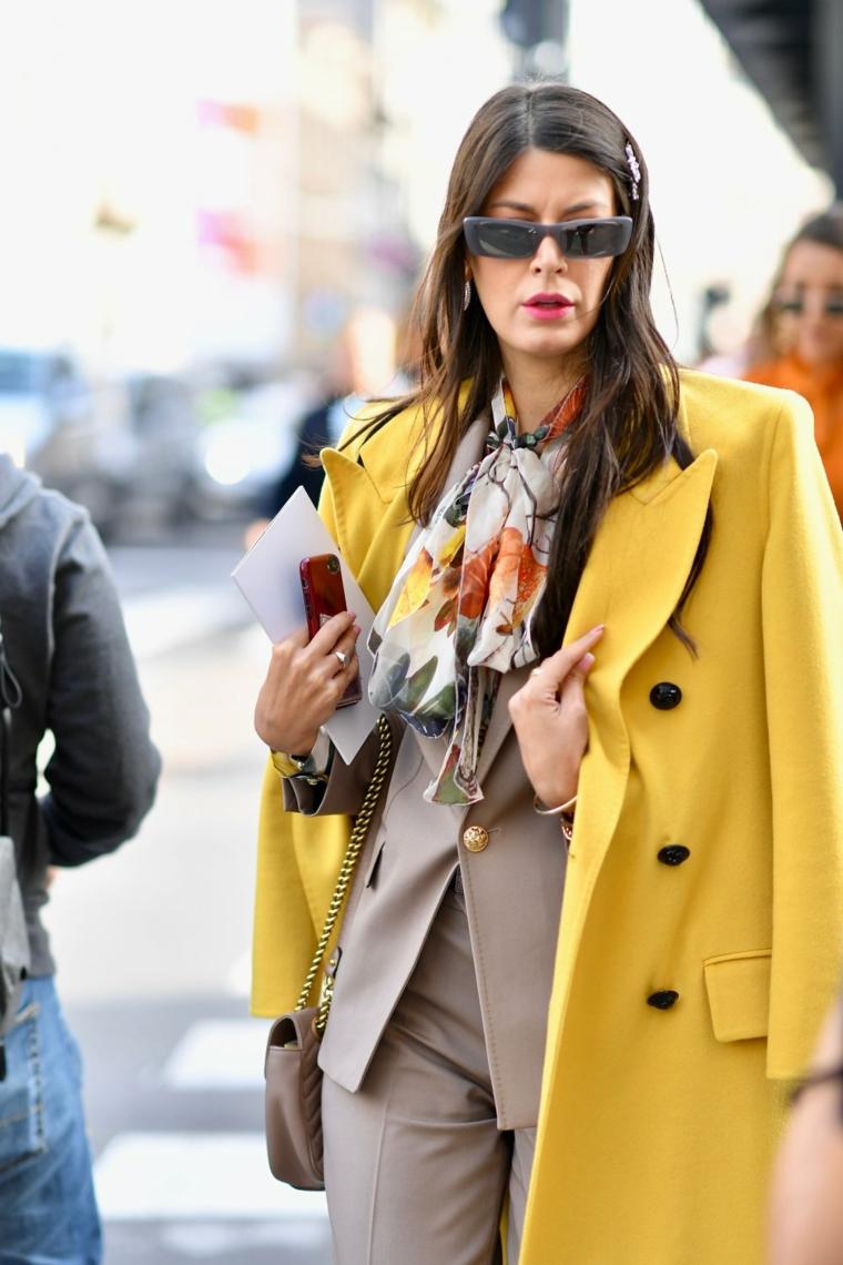 tagli corti 2020 donne immagini colore castano mossi occhiali da sole