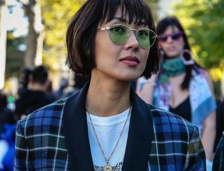 taglio capelli 2020 donne medi scalati colorazione nero acconciatura frangia caschetto