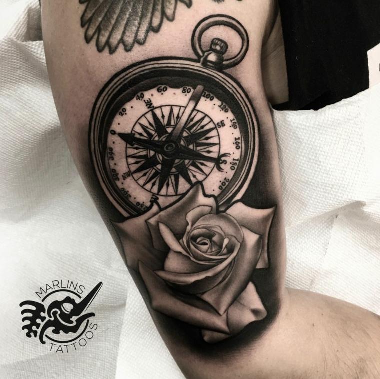 tattoo braccio uomo rosa dei venti tatuaggio stilizzato bussola fiore