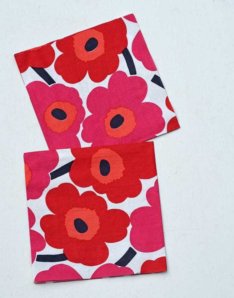 tovaglioli carta salviette colorate print fiori petali rossi cuscini fatti a mano