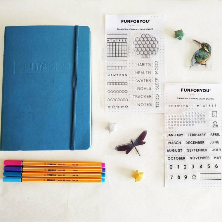 agenta come fare un bullet journal stickers adesivi penne colorate farfalla disegni