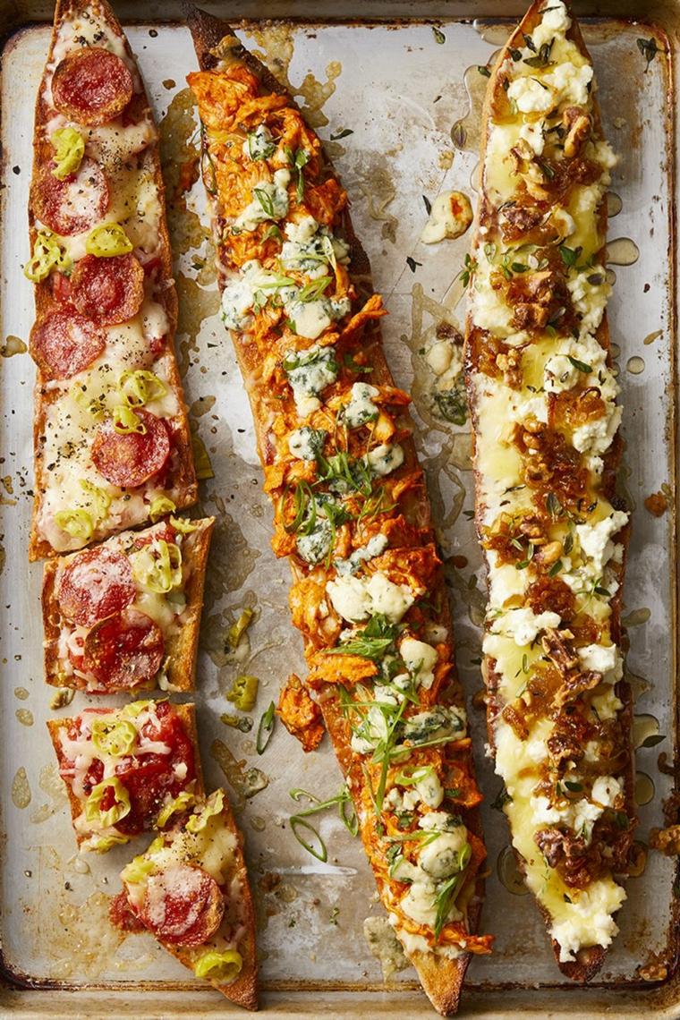 antipasti da preparare in anticipo baguette pizza con salame formaggio e salsa di pomodoro