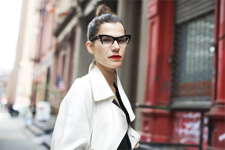 cat eye montatura occhiali da vista tendenza 2020 donna capelli biondi raccolti