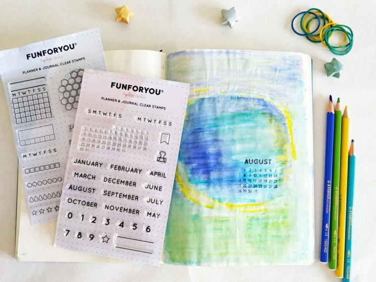come creare un bullet journal matite colorate stencil stickers quaderno a puntini