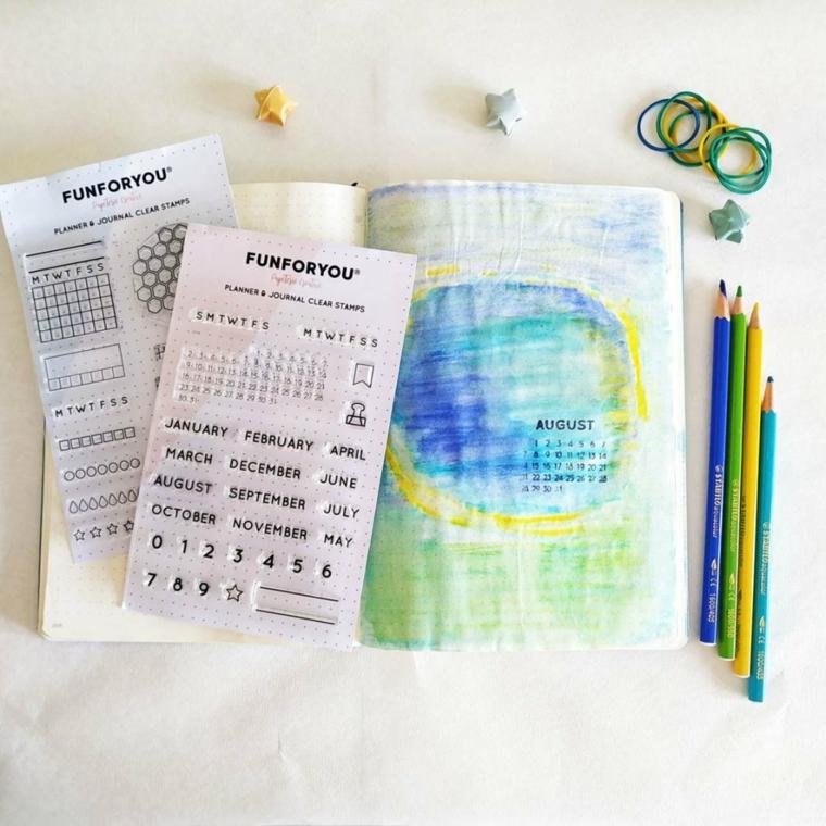 come organizzare un bullet journal quaderno a puntini matite colorate stencil elastici nastro washi tape