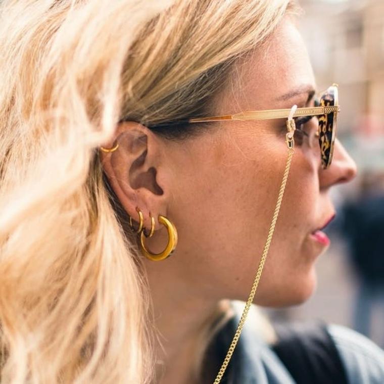 come scegliere gli occhiali da vista donna montatura metallo ragazza capelli biondi