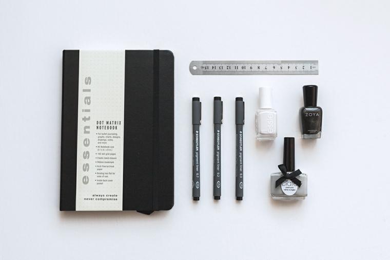 materiali bullet journal italiano agenda copertina nera pennarelli smalti per unghie righello