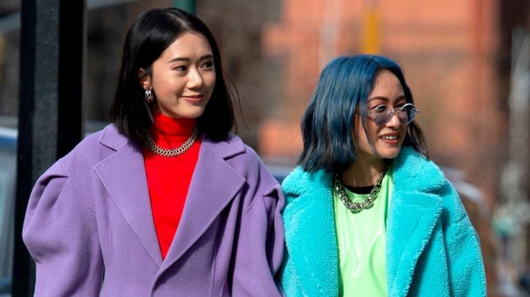moda colore capelli 2020 due ragazze acconciature taglio bob caschetto colore blu