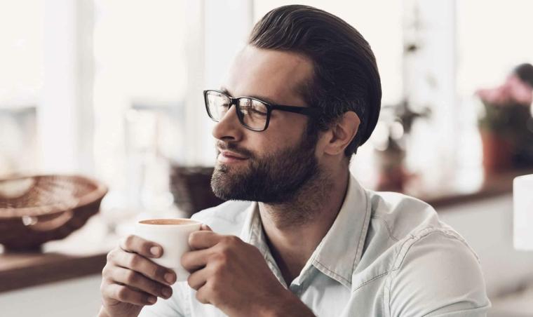 moda occhiali da vista 2020 uomo capelli neri barba montatura acetato colore nero