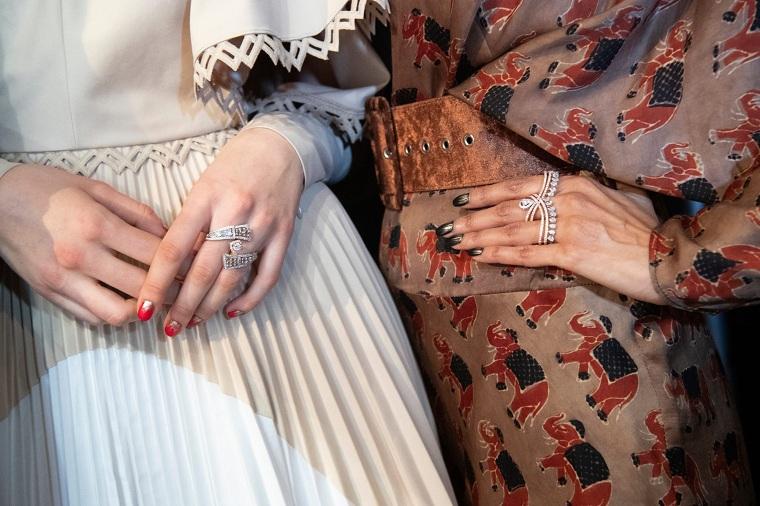 moda unghie autunno inverno manicure lunga di colore nero e rosso