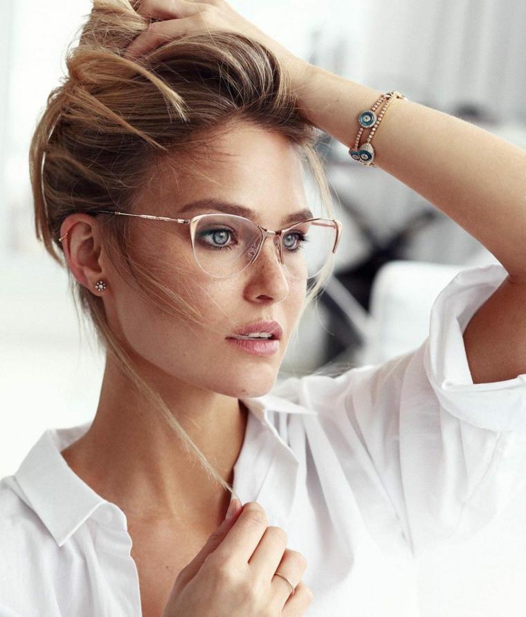 montature occhiali da donna vista modello metallo capelli biondi camicia bianca