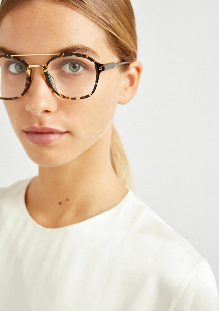 occhiali da vista a goccia indossati montatura acetato colorato metallo plastica
