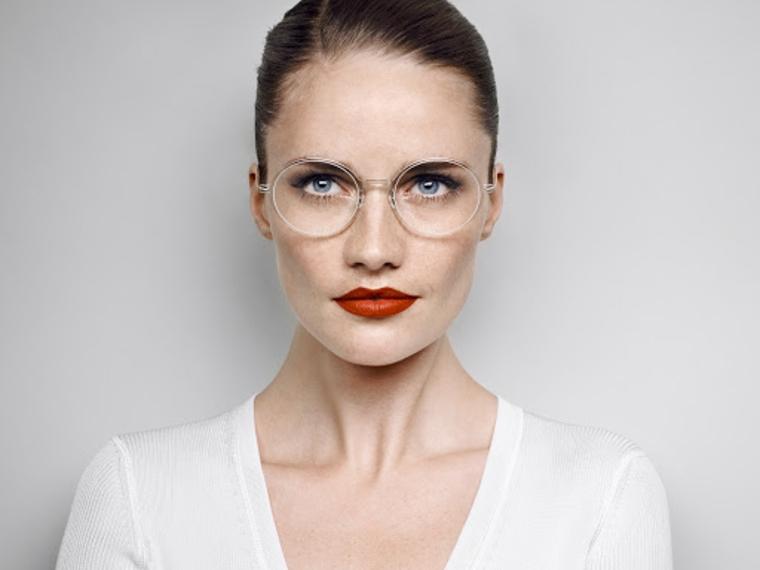 occhiali da vista tendenza 2020 montatura trasparente modello quadrato donna rossetto