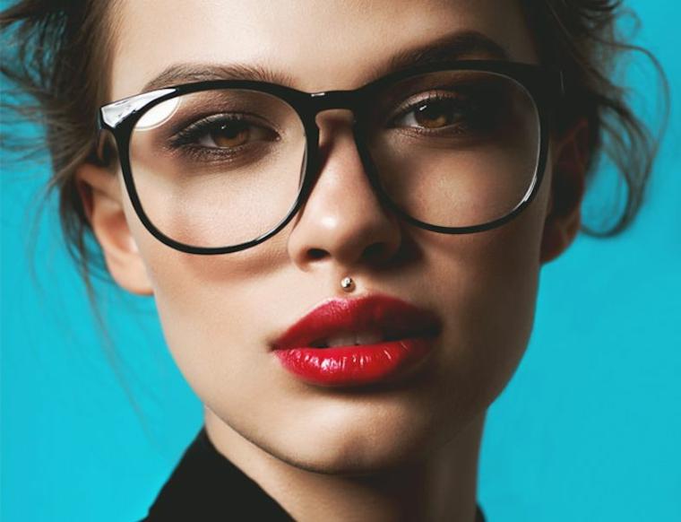 philtrum piercing jewelry medusa donna rossetto rosso occhiali da vista