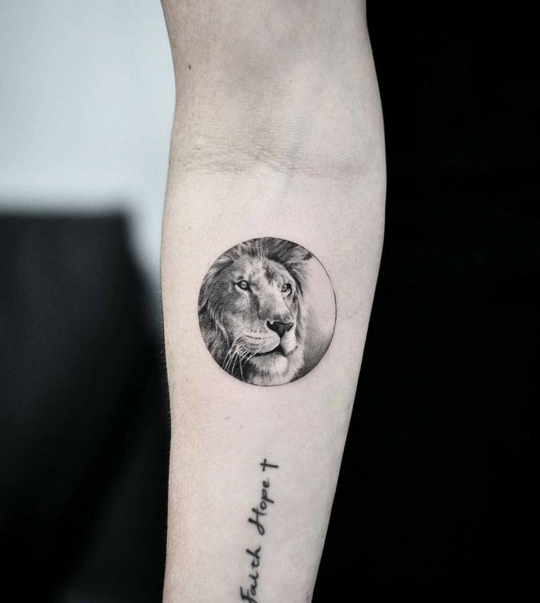 scritte tatuaggi uomo avambraccio maschile con tattoo di leone e frase