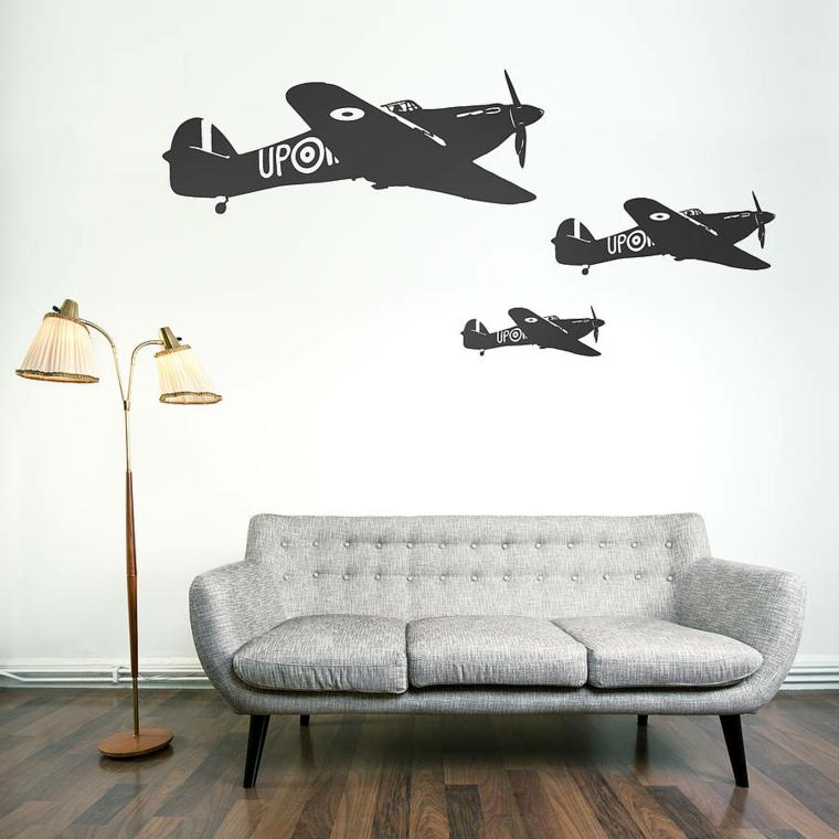 stickers adesivi sulla parete del soggiorno divano di colore grigio con lampada