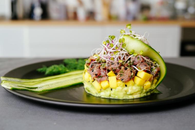 stuzzichini per aperitivo veloci senza cottura tartare di tonno e guacamole avocado