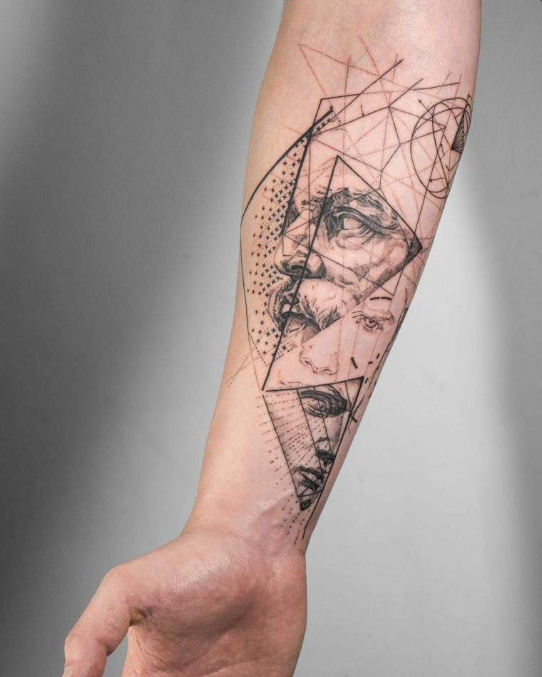 tatuaggio tutto il braccio tattoo con disegno di viso uomo figure geometriche