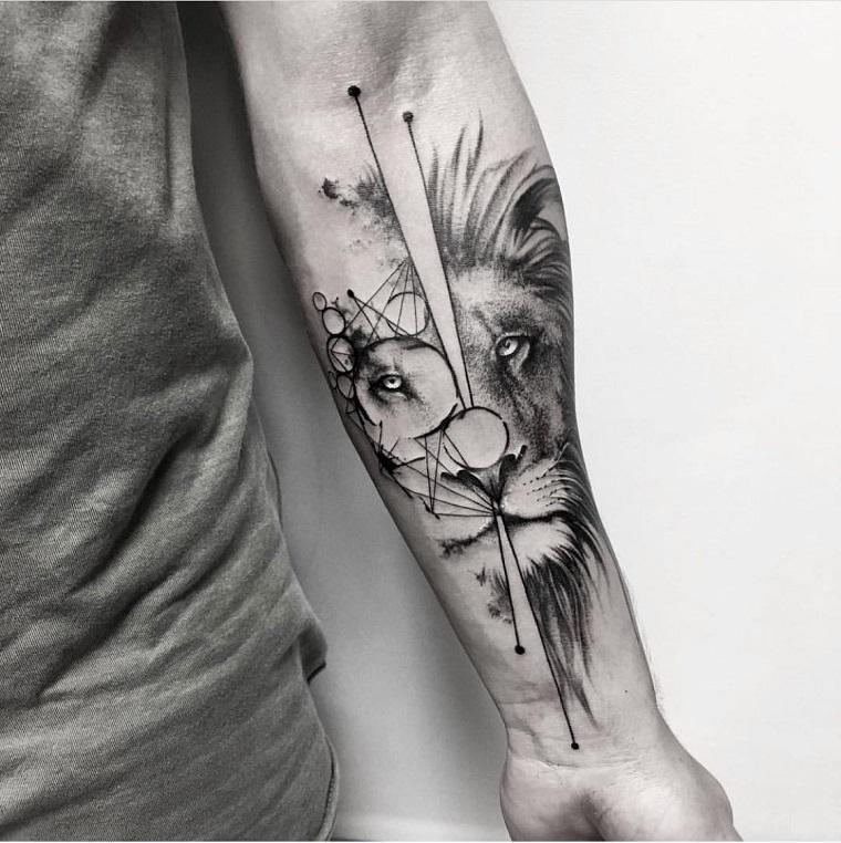 tatuaggio uomo avambraccio con disegno di animale tattoo di leone con figure geometriche e cerchi