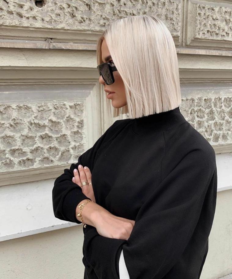 tendenze capelli 2020 colore biondo taglio caschetto pari ragazza occhiali da sole