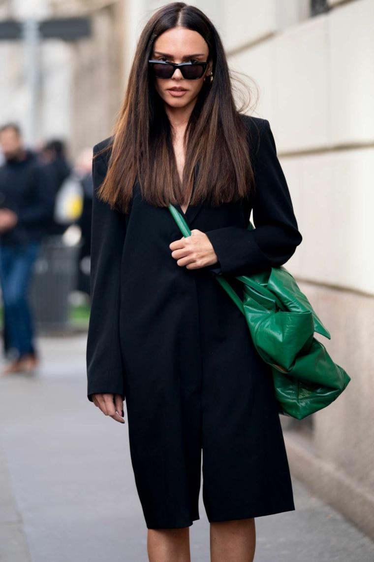 tendenze colore capelli autunno inverno 2020 lunghi lisci occhiali da sole borsa