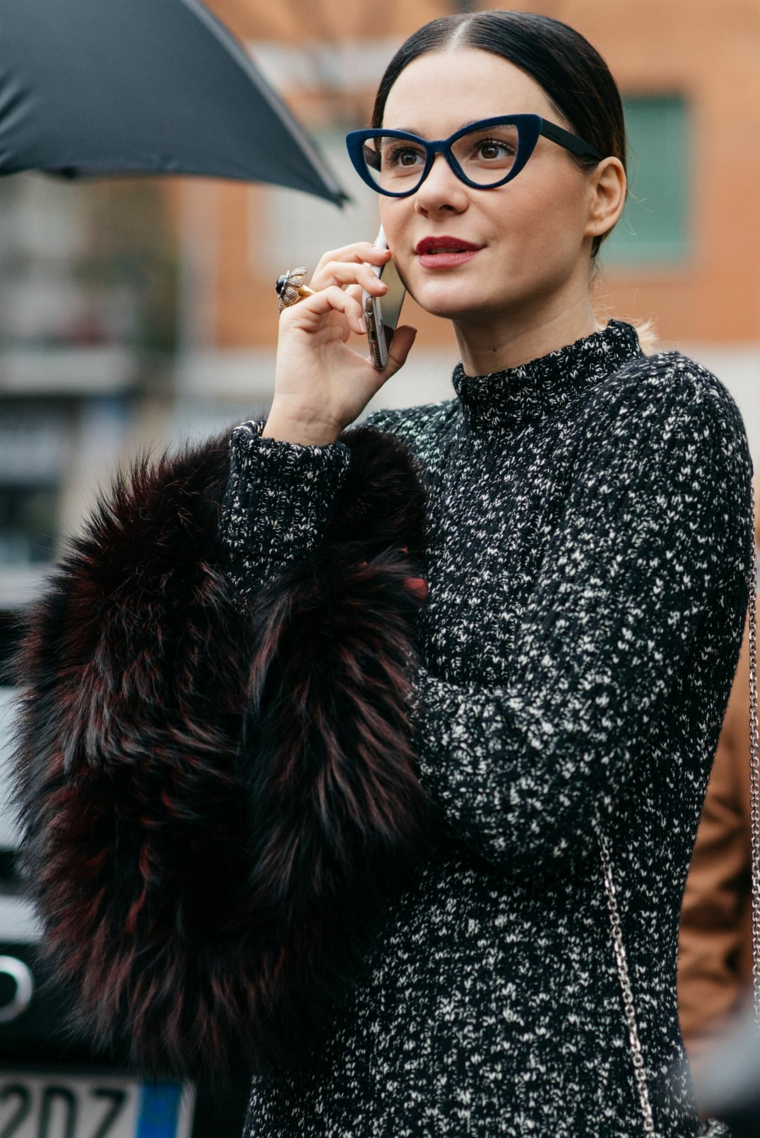 tendenze occhiali da vista 2020 donna modello cat eye pelliccia telefono