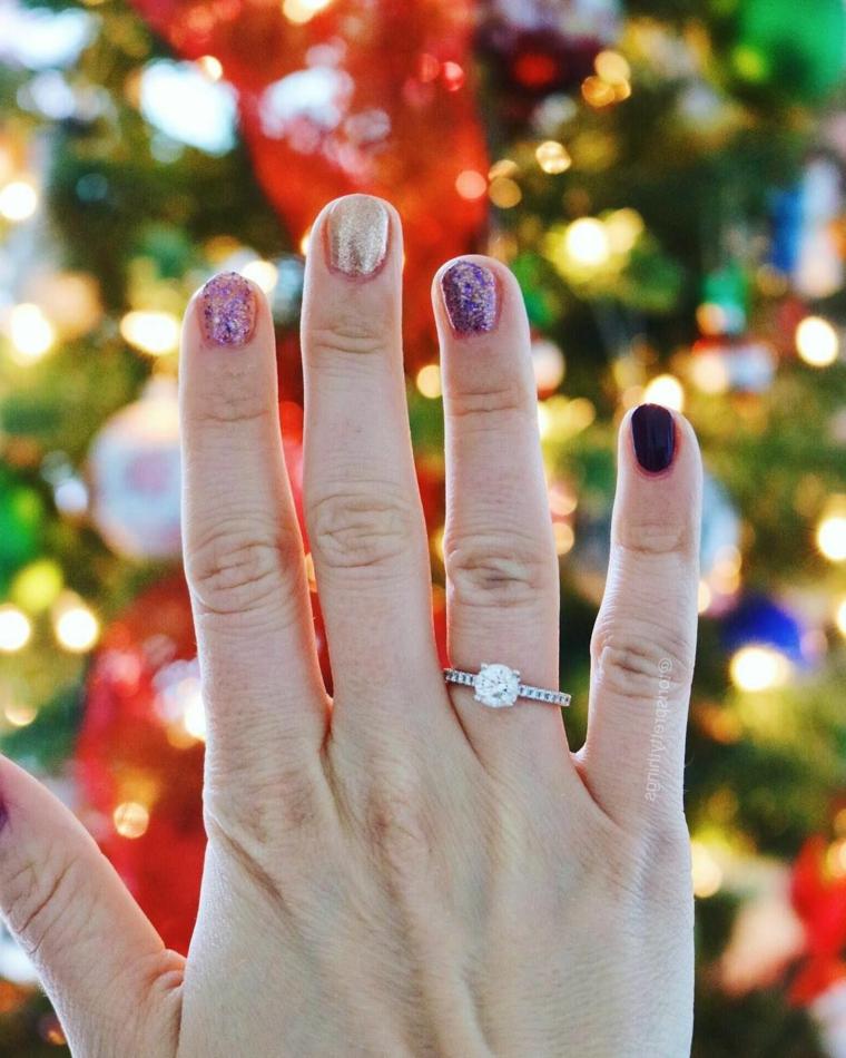 tendenze unghie autunno inverno 2020 smalto colorato manicure corta ovale