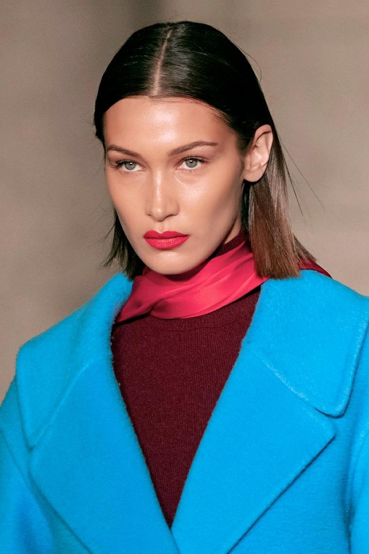 nuovi tagli di capelli donne 2020 donna con acconciatura liscia riga centrale
