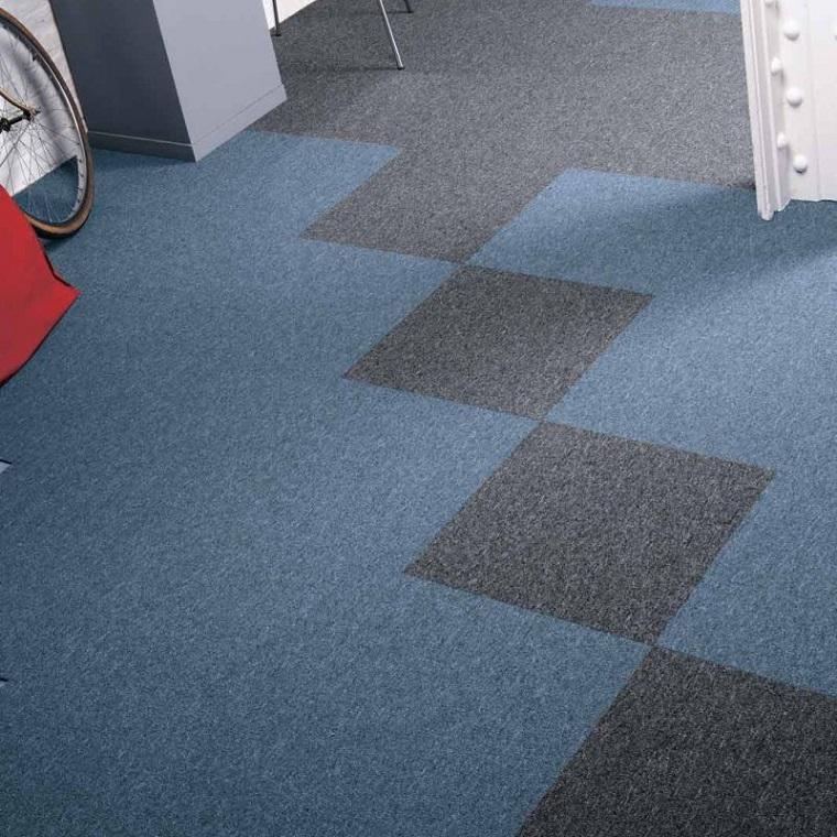 quadrotte di moquette pavimentazione colorata a quadri salotto