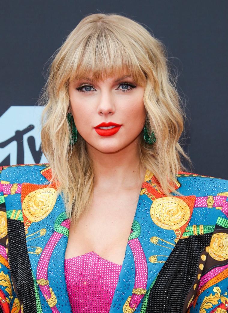 taylor swift nuovi tagli di capelli donne 2020 acconciatura mossa con caschetto