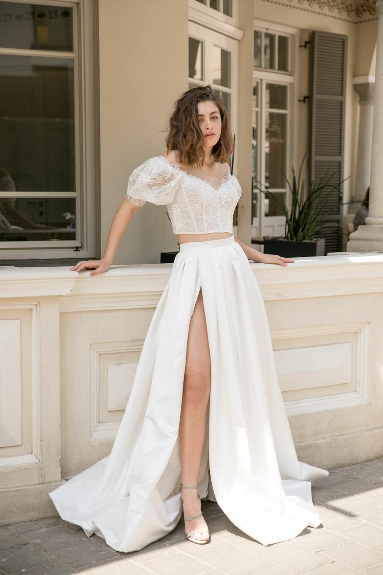 Dana Harel abiti da sposa 2021 anteprima vestito matrimonio con gonna spaco laterale