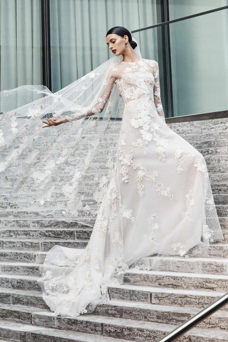 abiti da sposa 2021 tendenze donna con vestito da matrimonio con velo in pizzo