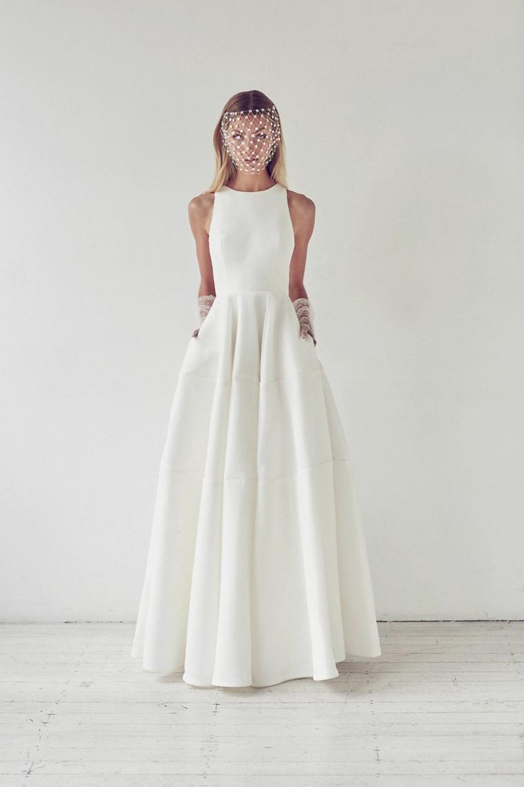 abiti da sposa ampi vestito bianco con gonna larga ragazza con capelli biondi e velo