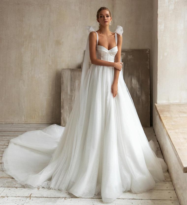 abiti da sposa ampi vestito da matrimonio con gonna in tulle spalline con velo