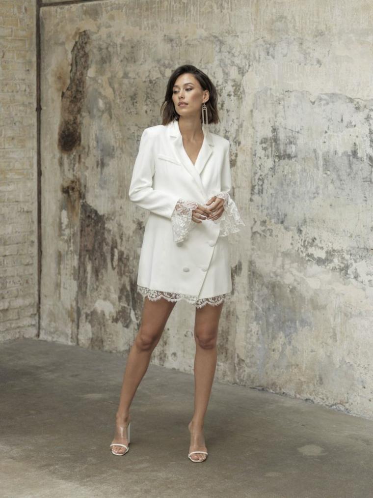 abiti da sposa semplici vestito da matrimonio con giacca bianca corto ragazza con capelli taglio caschetto
