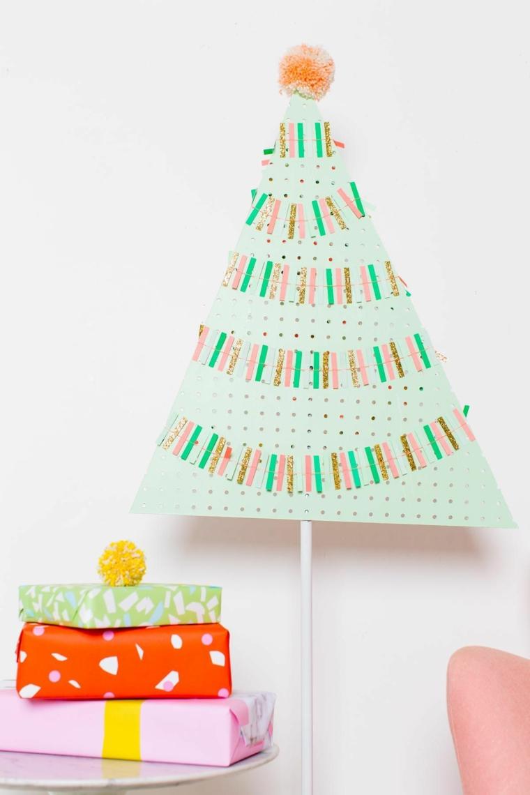 addobbi natalizi fai da te 2020 albero di legno decorato con ghirlande