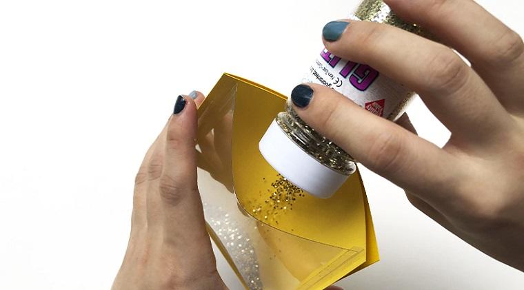 bigliett di compleanno fai da te pop up busta gialla con glitter oro