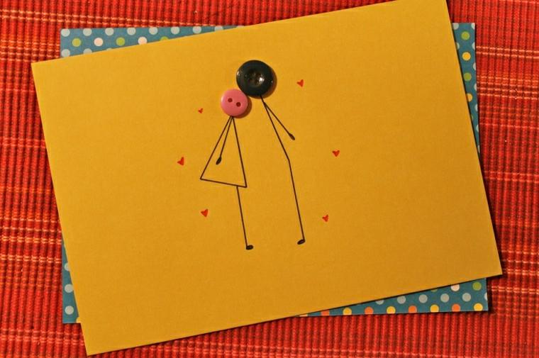biglietti auguri compleanno fatti a mano foglio giallo con disegno uomo e donna bottoni