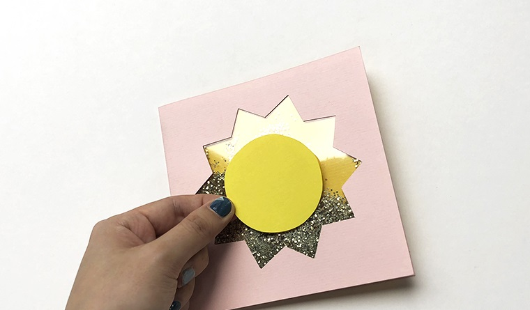 biglietto auguri compleanno cartolina rosa pieghevole con glitter all interno